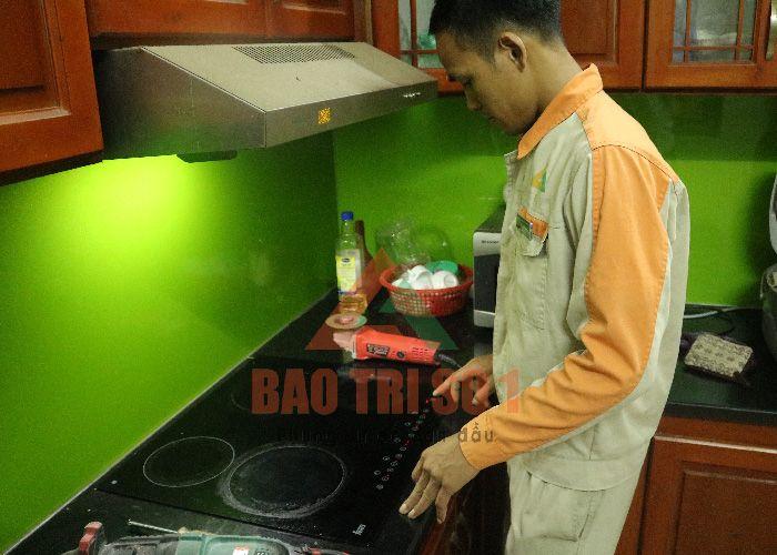Nhân viên kỹ thuật có mặt để sửa chữa bếp từ tại nhà khách hàng ở Hà Nội