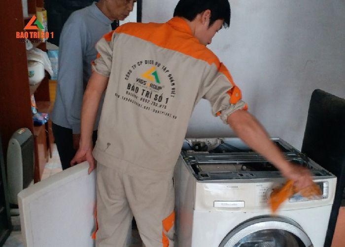 Máy giặt nếu không được vệ sinh thường xuyên sẽ khiến người dùng mắc bệnh ngoài da