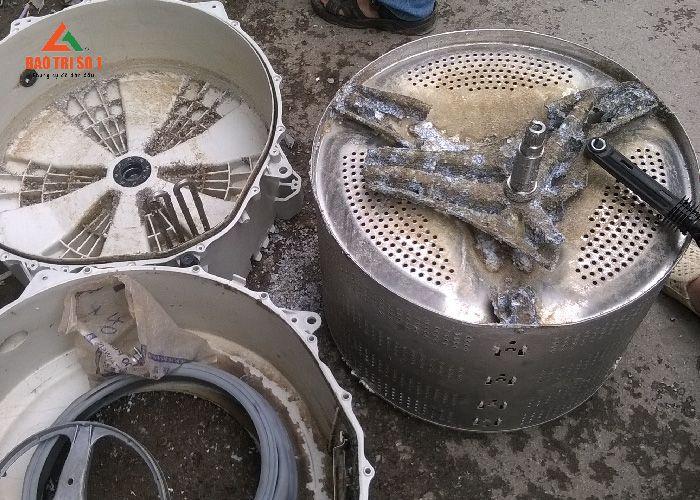 Máy giặt nếu không được các trung tâm vệ sinh máy giặt uy tín sẽ để lại những hậu quả khôn lường